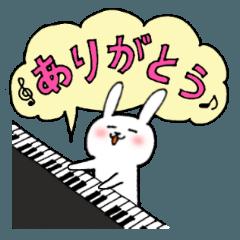 ピアノ大好き白うさぎ